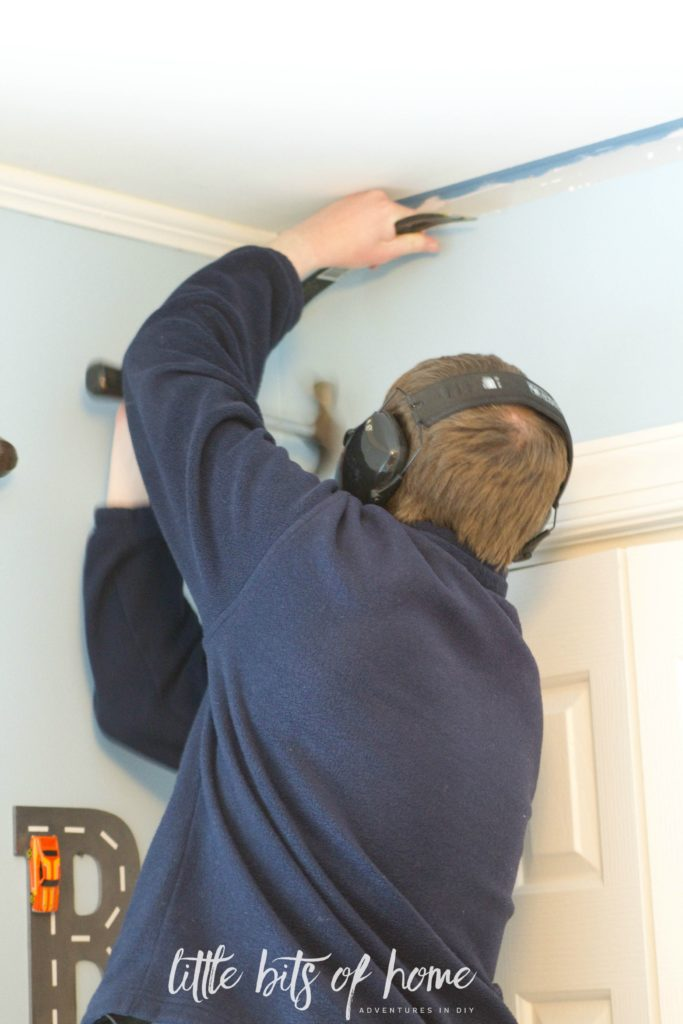 removing crown moulding