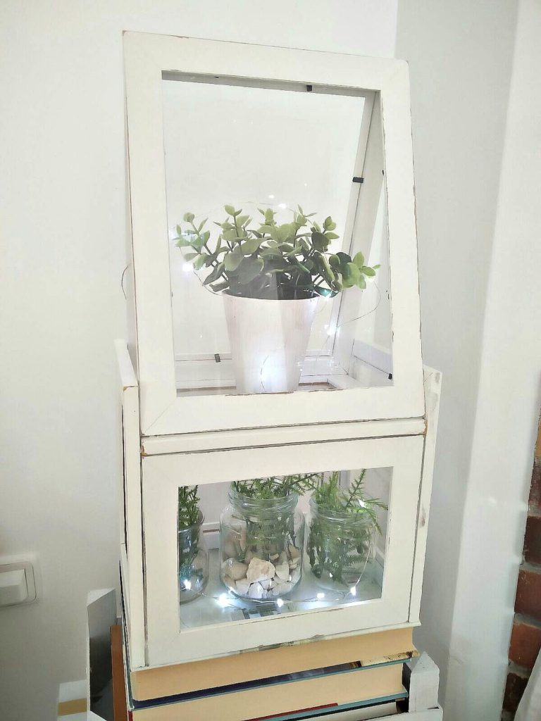 DIY-Terrarium-using-Ikea-frames-kreativk.net-5