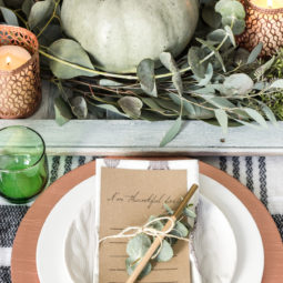 Natural and Cozy Thanksgiving Tablescape Inspiration